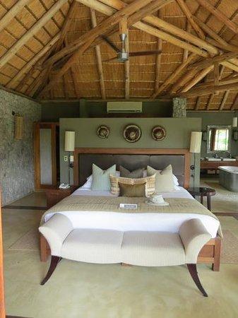 Dulini Leadwood Lodge: Schlafzimmer