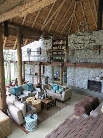 Dulini Leadwood Lodge: Lounge