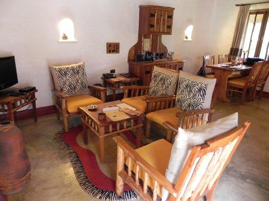 Orange County Resorts Kabini: Wohnzimmer
