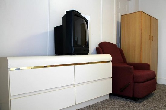 Melody Motel: 1 single Non smoking room  comes with Wifi broad band high speed internet,  micro-wave,fridge{up