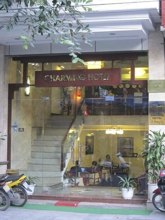 Hanoi Charming 2 Hotel: The Entrance