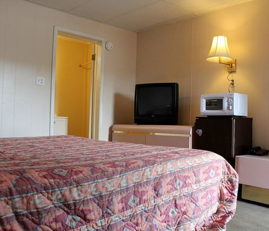 Melody Motel: king size non smoking comes with Wifi broad band high speed internet,  micro-wave, fridge{upon r