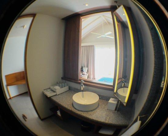 Centara Ras Fushi Resort & Spa Maldives : Bathroom