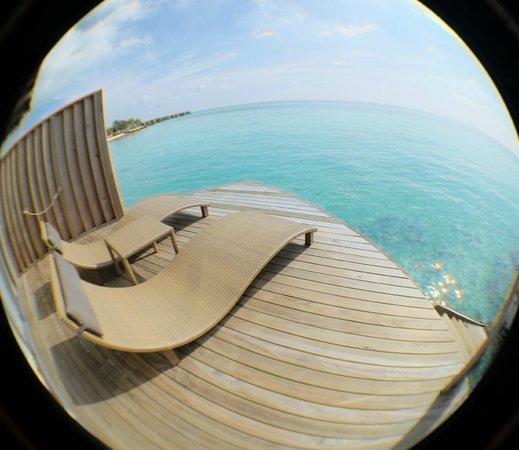 Centara Ras Fushi Resort & Spa Maldives : Sundeck