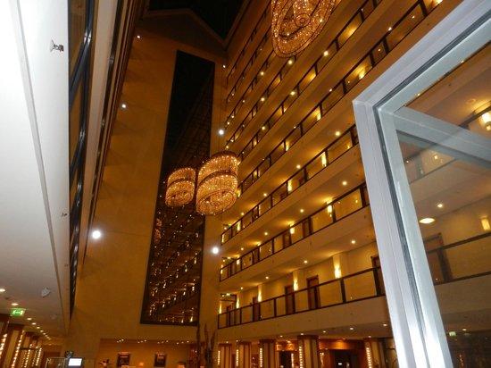 Maritim Hotel Dresden: Innenansicht der Hotellobby