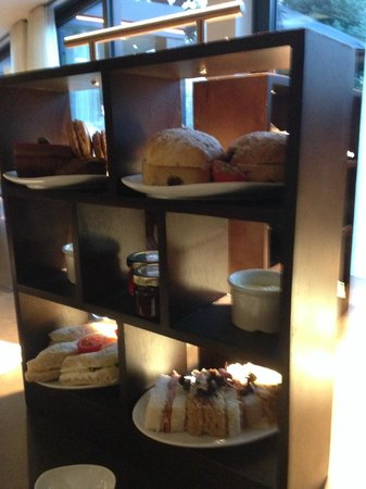DoubleTree by Hilton London Ealing: Beautiful afternoon tea