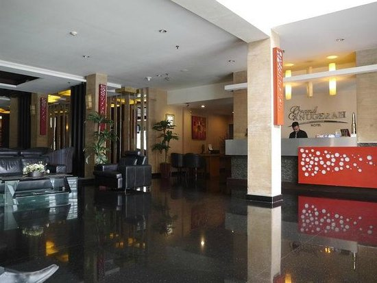 Grand Anugerah Hotel Bandar Lampung: entering the hotel