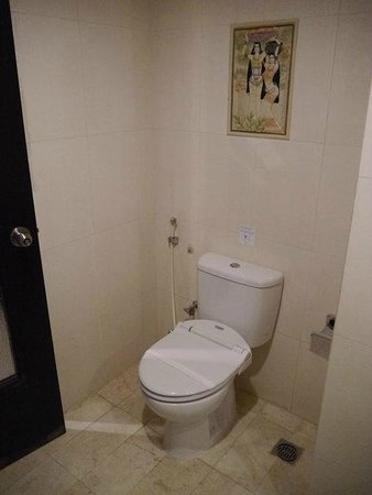Grand Anugerah Hotel Bandar Lampung: clean bathroom