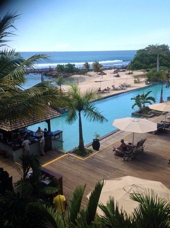 InterContinental Mauritius Resort Balaclava Fort: View of pool and beach from the reception area