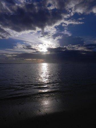 Le Nautile : Coucher de soleil sur l'océan indien