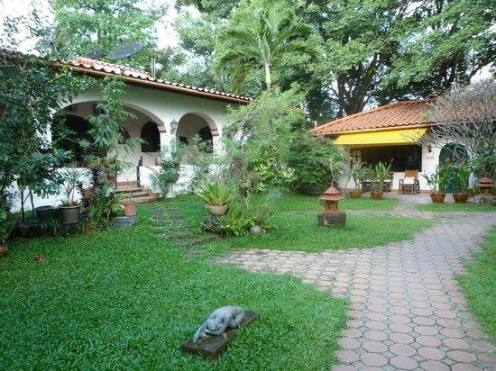 Secret Garden Chiang Mai: Bungalows im Garten