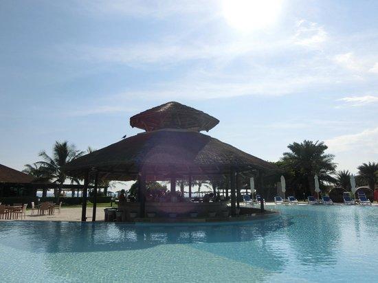 Fujairah Rotana Resort & Spa - Al Aqah Beach: Poolbar