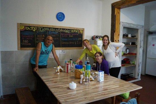 Hopa Home Patagonia Hostel: Parte del staff, todos atentos y de buen humor.