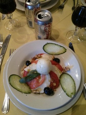 Zalagh Kasbah Hotel and Spa : ensalada tomate y mozarella