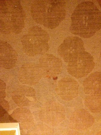 Fairfield Inn & Suites Atlanta Downtown: and more red stains