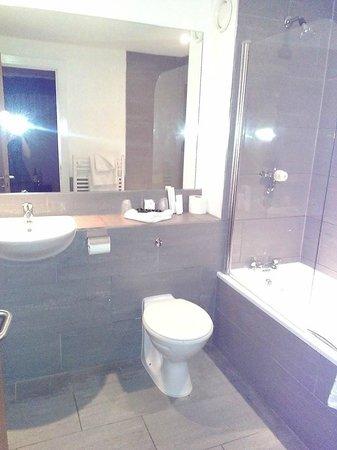 The Royal Hotel: The Bathroom