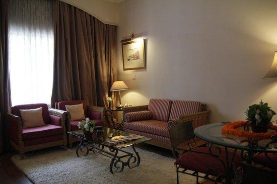 Hotel Clarks Varanasi: Sitting Area Room #126