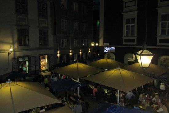 Glöckl Bräu: Vista da janela da cervejaria