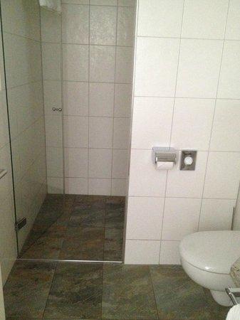 Hotel Adelante Berlin-Mitte: toilette