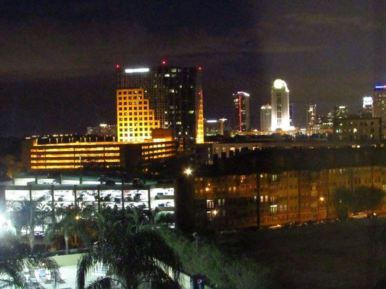 DoubleTree by Hilton Orlando Downtown: View towards downtown
