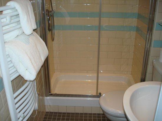 Brooks Hotel Edinburgh: bathroom