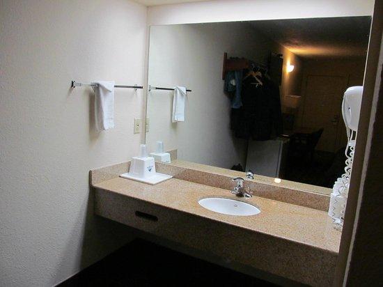 Americas Best Value Inn-Nashville/Downtown : wash area