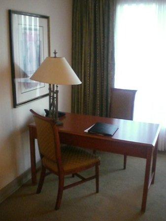 Crowne Plaza Hotel Santiago: рабочее место