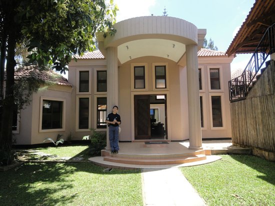 Zawadi House Lodge: Front Entrance