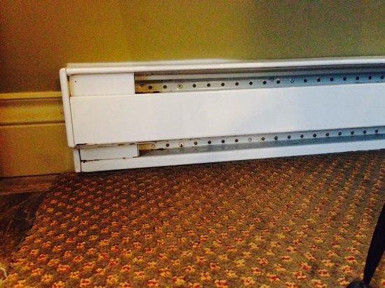 Long Beach Lodge Resort: Example of rusty/dirty heater