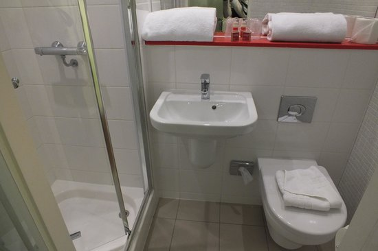 Point A Hotel, London Liverpool Street: Baño