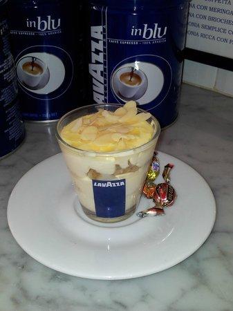 Caffetteria Orefici e Latteria Buonafede : Mini Tiramisù bianco fatto in casa con Mandorle a scaglie