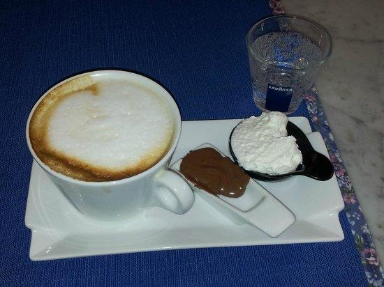 Caffetteria Orefici e Latteria Buonafede : Cappuccino Maxi con degustazione di Panna artigianale e Crema alla Nocciola