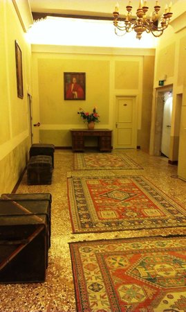 Hotel Al Sole: Hall de entrada a habitaciones.