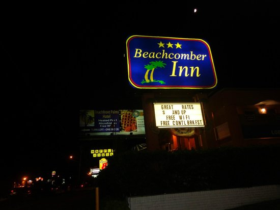 Beachcomber Inn: The hotel sign at night