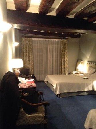 Hotel de la Bretonnerie: room