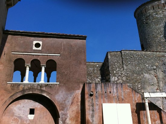 Castello Malaspina - Palazzo del Principe dei Cybo, particolare