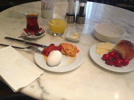 Misafir Suites 8 Istanbul: завтрак