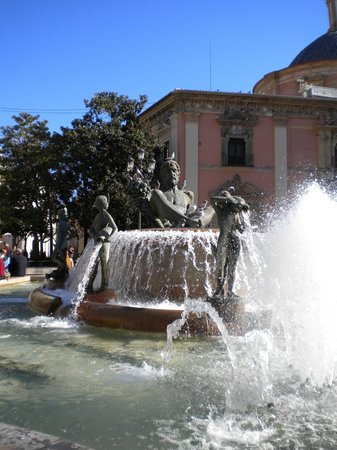 Plaza de la Virgen : Fontana della Turia