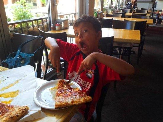 Andrew's Pizza & Bakery : happy pizza face