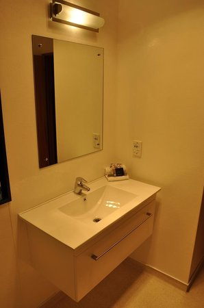 Alpine Glacier Motor Lodge : Bathroom