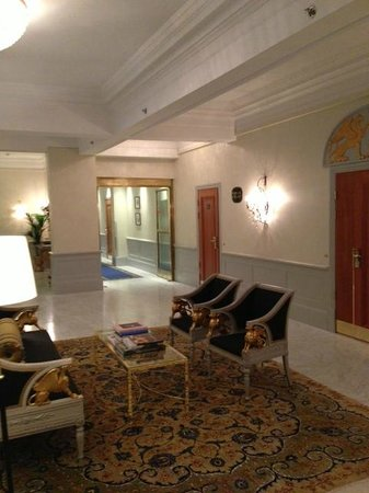 Grand Hotel : холл