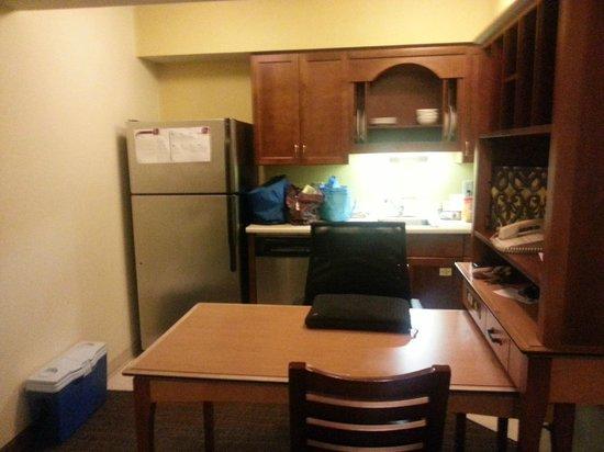 Residence Inn Nashville Airport: Kitchen/Work Space