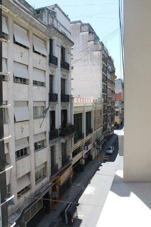 Hotel Napoleon: вид из окна на улицу Ривадавия