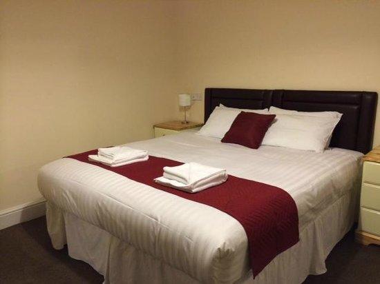 Portbyhan Hotel: King size beds