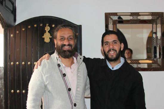 Riad Dar Foundouk : Hassan a great guy (on the right)