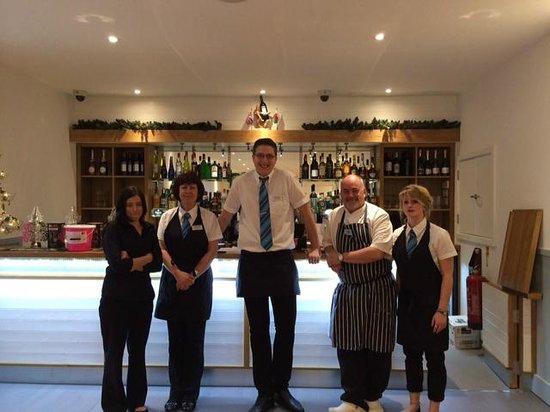 Portbyhan Hotel: Friendly chef with restaurant staff