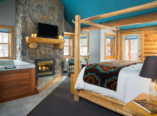 The Bivvi Hostel: Super Suite with fireplace & hot tub