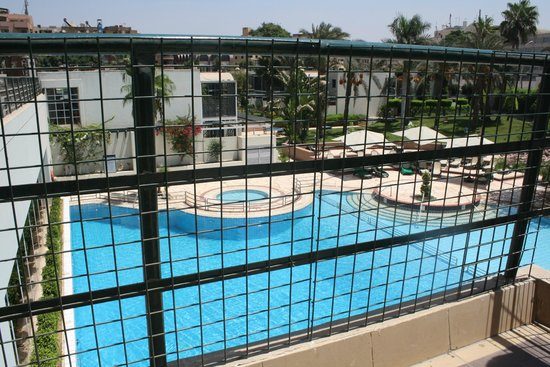 Mercure Cairo Le Sphinx: The swimming pool from the terrace