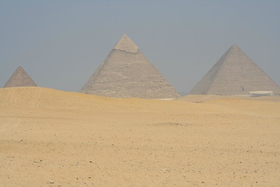 Mercure Cairo Le Sphinx: When we went to the pyramids which took 20 mins