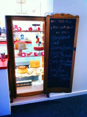 Mrs Green's Tea Lounge: Roll up, Roll up - it's the Cake Cupboard of Joy!